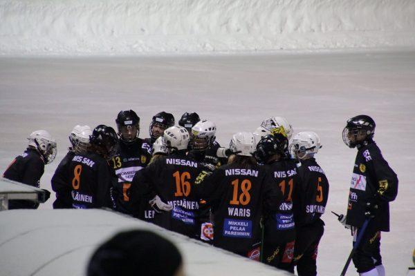 Vieraiden aikalisällä mustat sopivat uudet kuviot ja näinollen pisteet jäivät Mikkeliin!