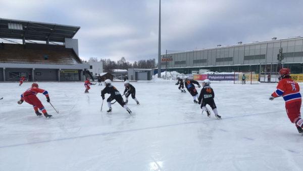 Kampparit P15 puhtaalla pelillä SM-välieriin (Kuvaaja Sirpa Jokinen)