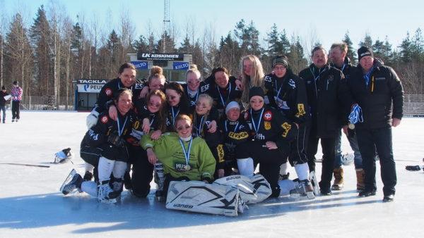 Kampparien naisten joukkue SM-pronssille (kuvaaja Perttu Jokinen)
